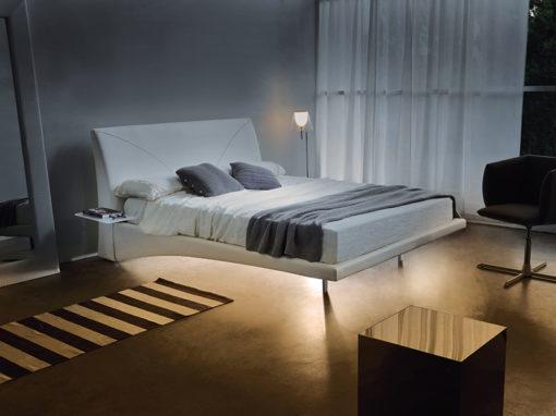 Fly Light - Letto matrimoniale moderno e contemporaneo imbottito in tessuto o ecopelle