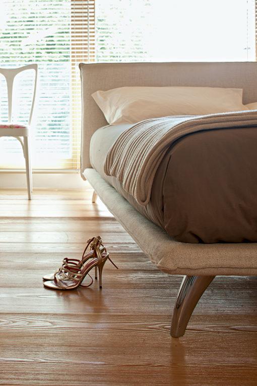 Monet - Letto matrimoniale design moderno e minimale imbottito in tessuto o ecopelle