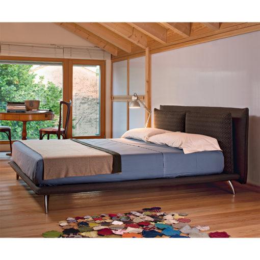 Monet Plus - Letto matrimoniale design moderno e minimale imbottito in tessuto o ecopelle