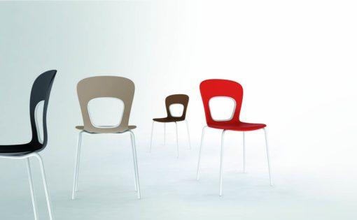 Blog - Sedia giovane dal design leggero con gambe in cromo
