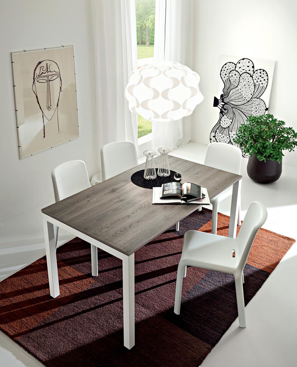 Luigi tavolo design classico con gambe in metallo for Tavolo classico