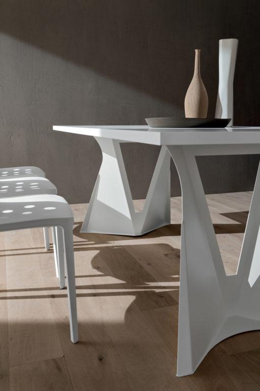 Claudio - Tavolo fisso dal design accattivante fisso con basamento a V