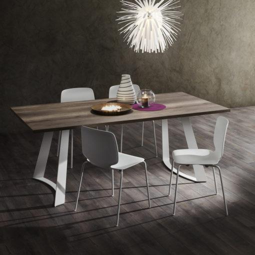 Bruno - Tavolo design fisso con struttura in metallo verniciato