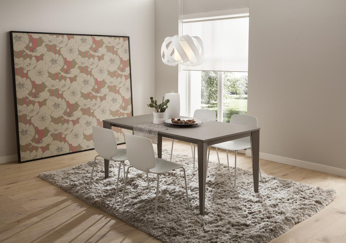 Carlo tavolo classico ed elegante con gamba in metallo for Tavolo classico