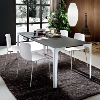 Ettore - Tavolo moderno elegante con gambe in metallo verniciato