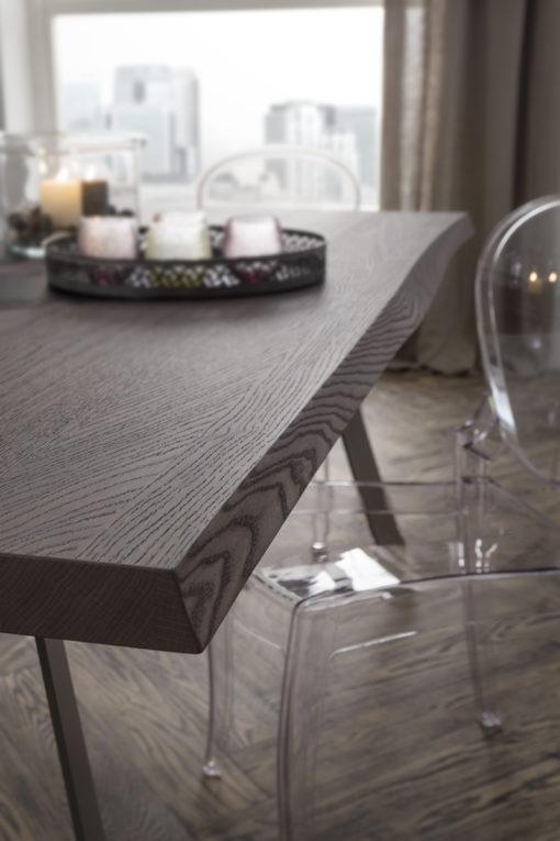 Bruno - Tavolo design fisso con piano scortecciato e struttura in metallo verniciato
