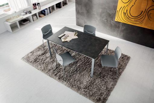 Giacomo - Tavolo moderno con struttura in metallo laccato bianco o alluminio