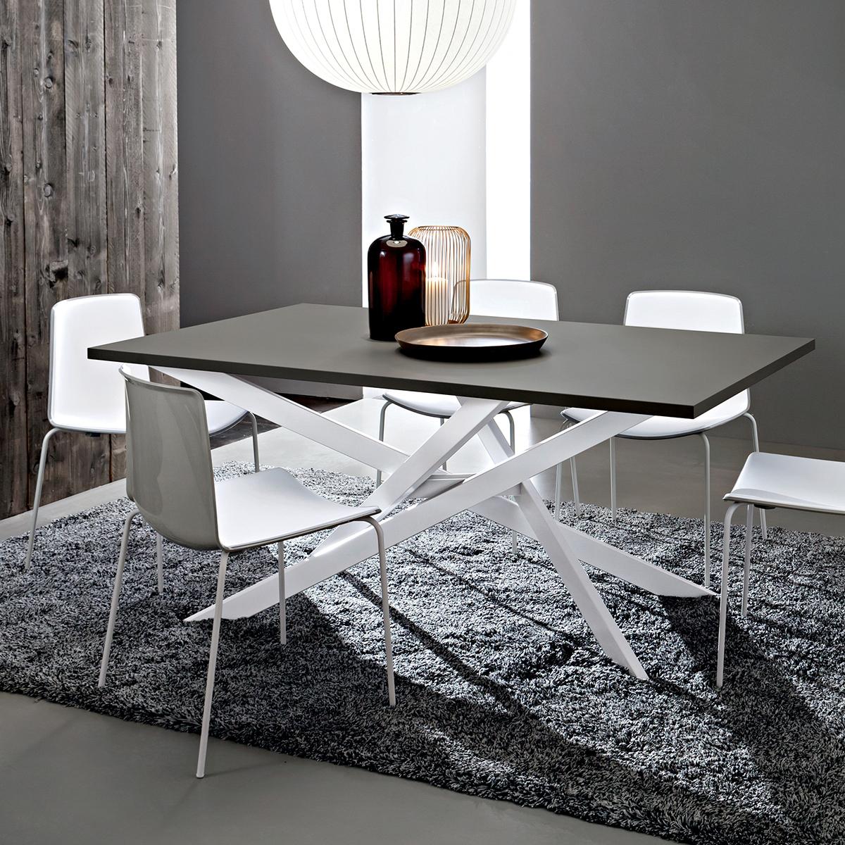 Renzo tavolo design accattivante con gambe incrociate - Runner da tavolo moderno ...